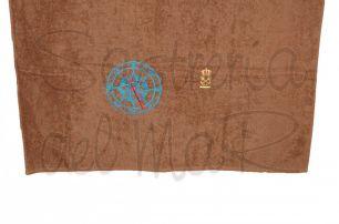 Toalla marrón bordado brújula y PER